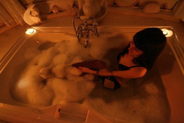 bathtub wetlook lingerie photoshoot 1