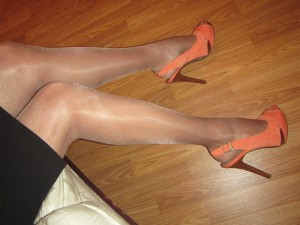 shiny idalia pantyhose and orange heels
