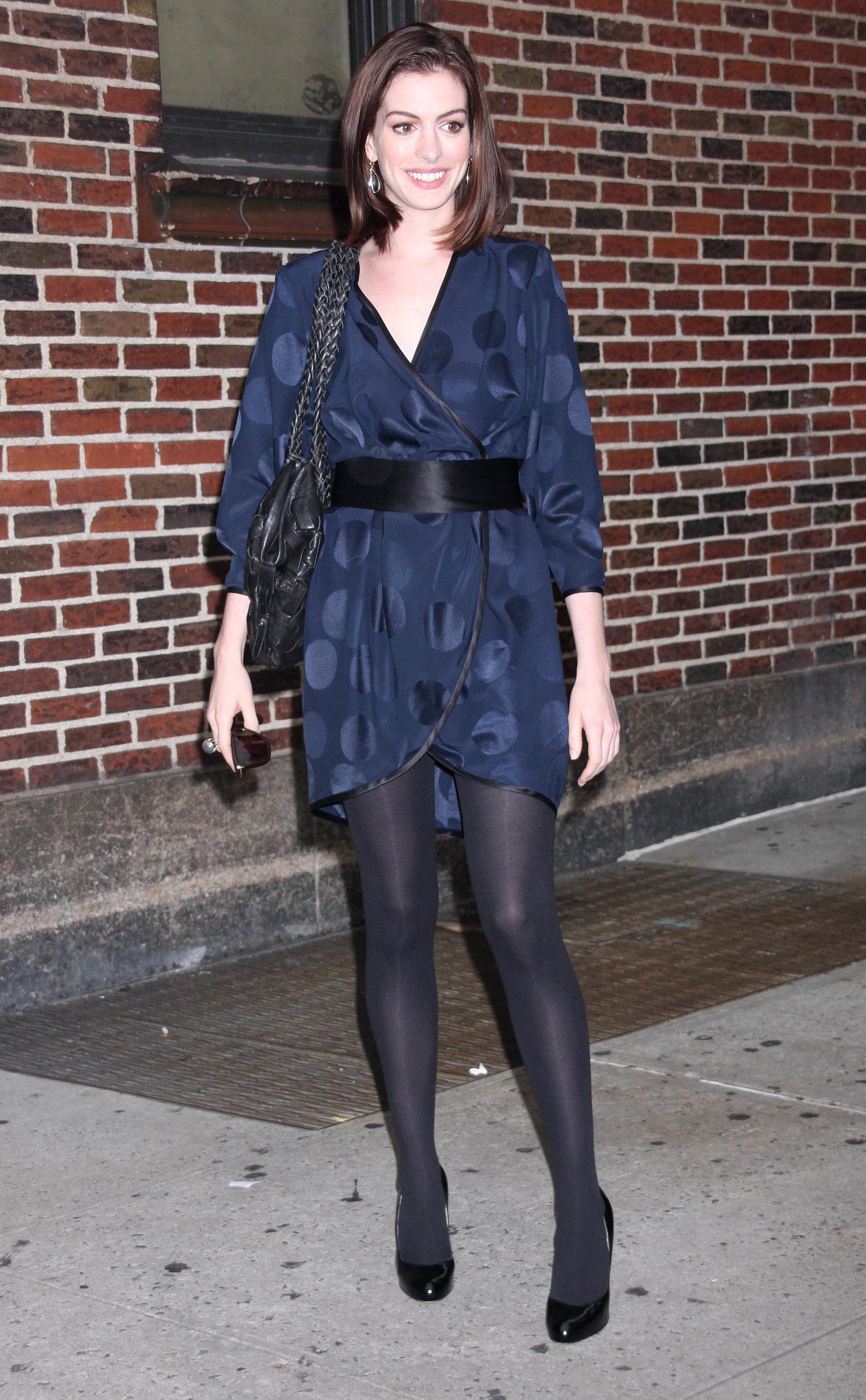 Anne Hathway in black opaque pantyhose 5
