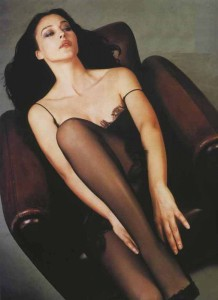 Monica Bellucci in pantyhose