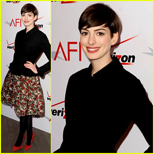 anne-hathaway-afi-awards-2013-red-carpet