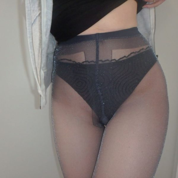 Veronica tights in navy blue on my hips