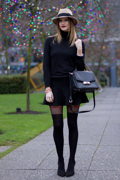 clemis tights on a blogger