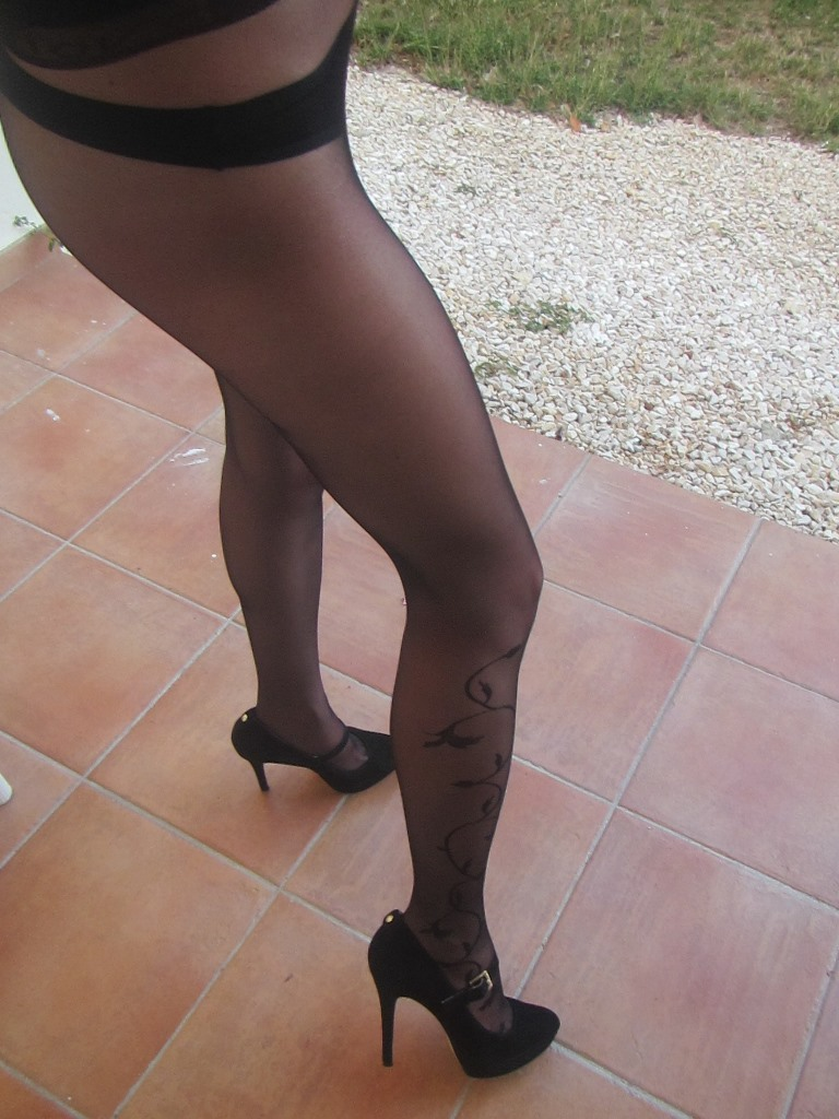 Suzanne summer in pantyhose