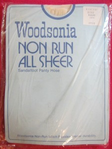 Woodsonia non run all sheer pantyhose, vintage tights, made in Canada, 100 % nylon