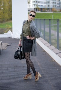 polka dot pantyhose 2 - fashion faux pas, fashion crime, poor styling, bad matching of clothing