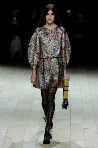 burberry tights mess up print alignment fashion show 2