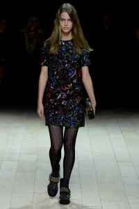 burberry tights mess up print alignment fashion show 3