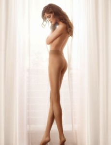 Gatta Discrete 15 den tights on a model, seamless pantyhose from Poland
