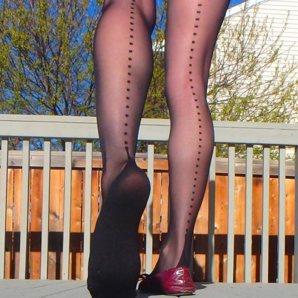 Raylene pantyhose by Fiore with dotted backseam and reinforced sole and toe 1