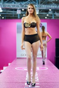 golden lady seamless pantyhose fashion show models on the runway podium catwalk1