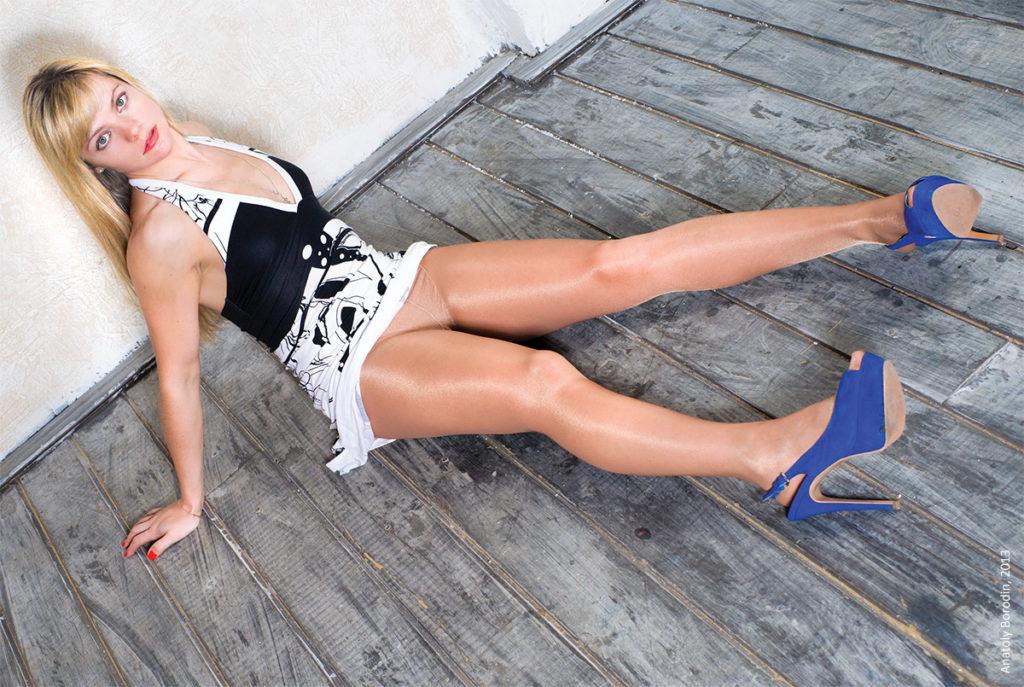 photo by Anatoly Borodin, photographer of women in pantyhose, founder of pro-kolgotki.com