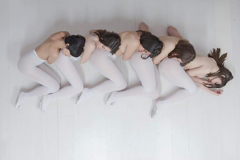 iosonopipo-vuoto models posing in white tights art